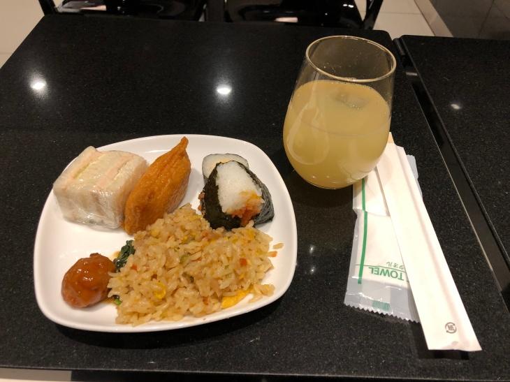 Haneda ANA business class lounge